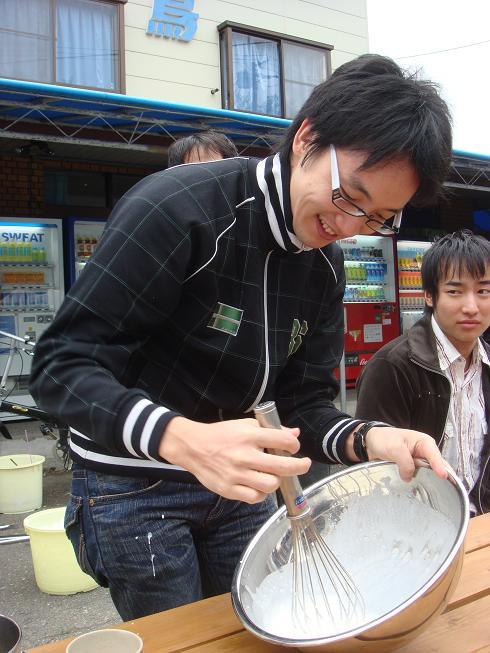 Noda-san mixing frozen yogurt
