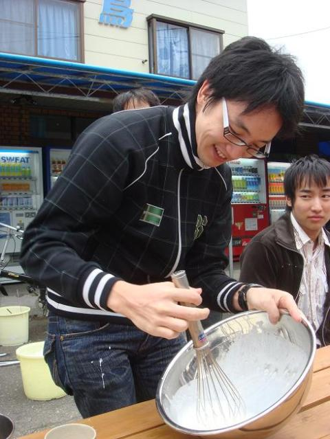 Noda-san mixing frozen yogurt