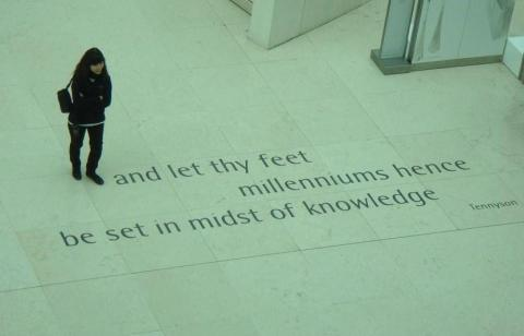 British Museum: I waited a good 10 minutes for this.  I'm glad she stood there.